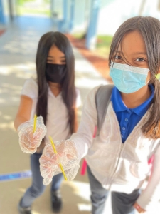 Our 4th grade students in Mr. Lau's class went above and beyond to start their own POSITIVE challenge to keep the school clean‼️ They challenged each other in the class to pick up 3 pieces of trash around the school. Do you think you can participate in this challenge? #SMHE